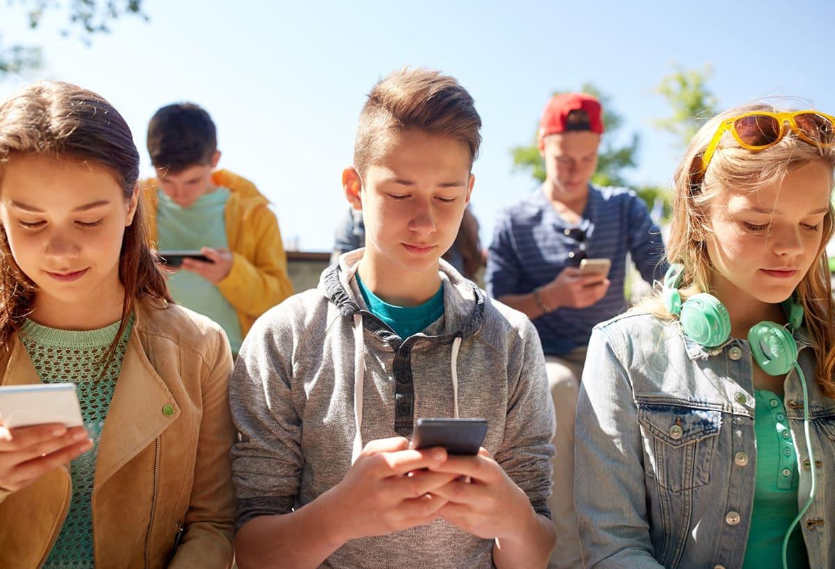 cyber-harcelement jeune smartphone